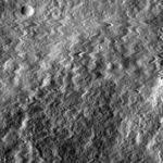 НАСА: зонд LRO пережил столкновение с микро-астероидом