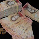 В Венесуэле в седьмой раз продлили хождение купюры в 100 боливаров