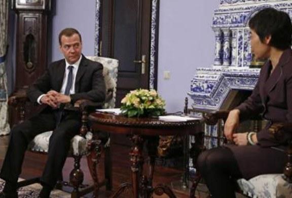 Медведев: участие Фан Лю в ПМЭФ поможет решить вопросы авиабезопасности