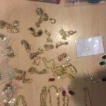 В «Шереметьево» у пассажирки нашли в вагине 107 золотых сережек