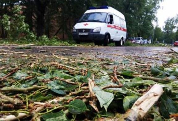 На Алтае ураганный ветер сорвал крыши с больницы и школы