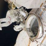 Конспирологи разглядели человека без скафандра за бортом МКС