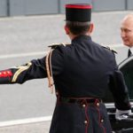 Версальские смотрины: зачемПутин едет кновому президенту Франции