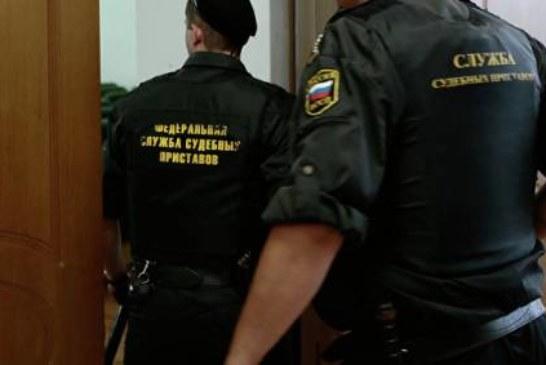 Житель Кузбасса поджег машину, чтобы не отдавать ее приставу за долги