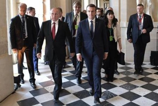 Макрон заявил, что не хочет введения новых санкций против России