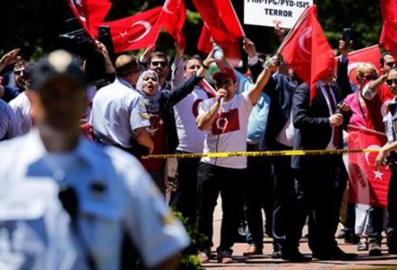 Турция выразила протест США из-задраки возлерезиденции вВашингтоне