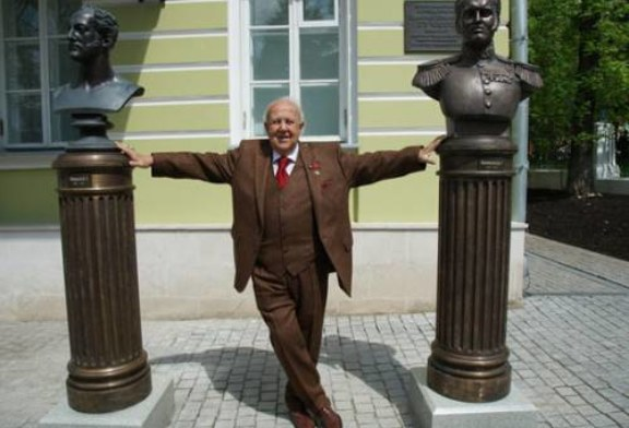 Церетели выставил на аллее бюсты 33 российских правителей