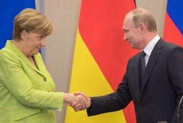 Меркель заявила, что расскажет Порошенко о встрече с Путиным в Сочи