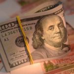 Официальный курс евро на вторник снизился до 63,37 рубля