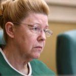 В России нужно исключить институт изъятия детей из семей, считает Мизулина
