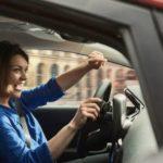 Пение за рулём помогает от стресса