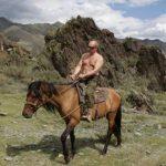 Путин рассказал, как «летел через голову» во время катания на лошади