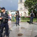 Полиция проводит обыск в доме напавшего на полицейских у Нотр-Дама