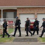В Австралии вооруженный мужчина взял в заложники женщину и четырех детей