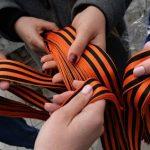 Порошенко запретил георгиевские ленточки на Украине