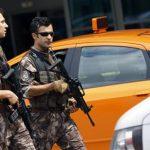 В Стамбуле у консульства США задержали мужчину, угрожавшего взорвать себя