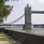 СМИ: Лондонский мост эвакуировали после наезда микроавтобуса на людей