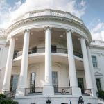 Белый дом раскрыл информацию о зарплатах в администрации Трампа