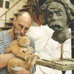 Открылась выставка памяти Пригова: убегающая кошка как образ России
