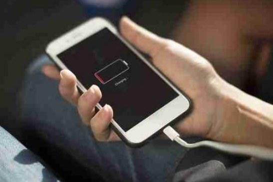 Найден способ заряжать телефон от воздуха