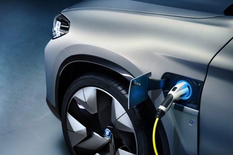 Электрический кроссовер BMW