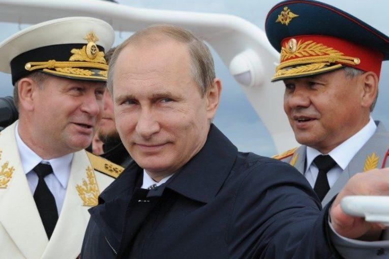 Россияне назвали главные факторы силы России: армия, народ и президент