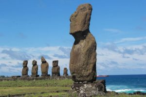 Каменные шляпы у истуканов острова Пасхи