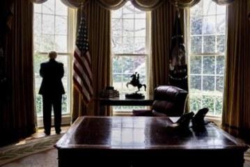 Коми заявил, что Трамп предлагал закрыть расследование в отношении Флинна
