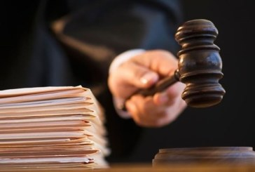 Адвокат Максим Бушин съел материалы судебного дела